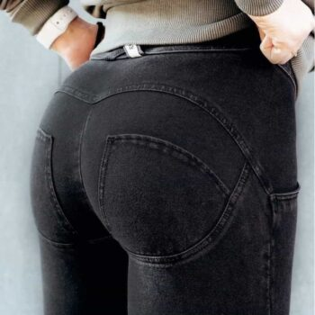 Push-Up Jeans with Lifting Effect